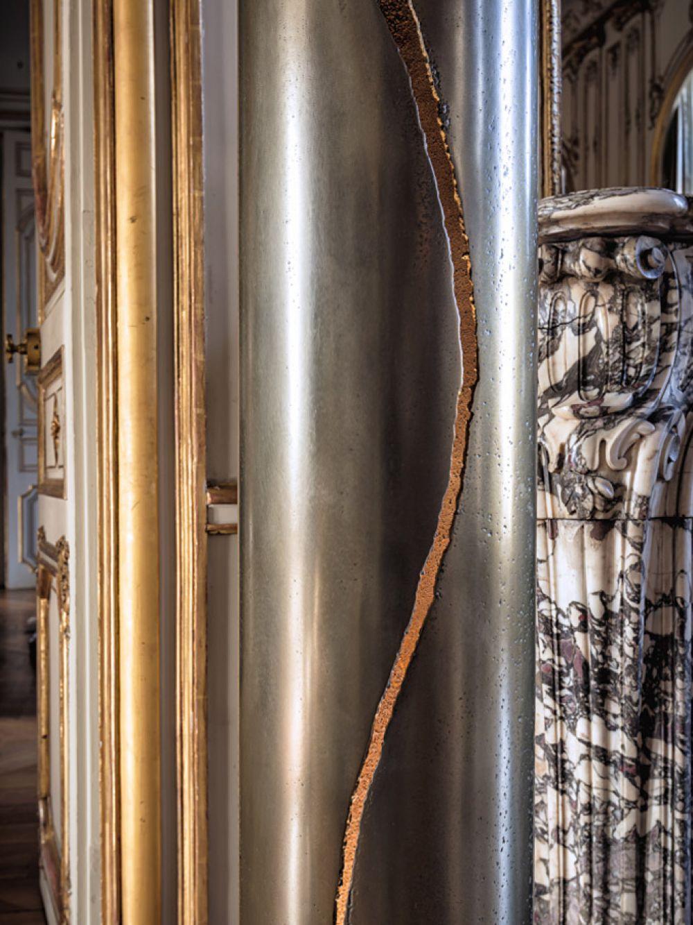 CUT I Brass Sculptural lighting Detail  : Iron - liquid brass