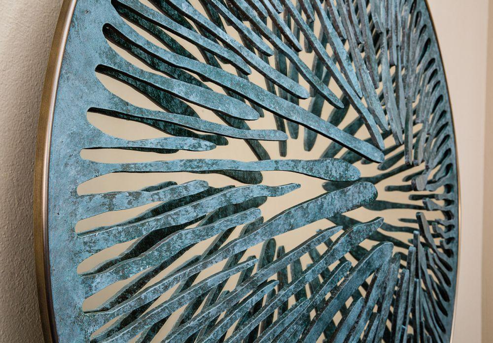 PUPIL VI Detail - Sculptural mirror : Aluminum - Liquid copper - Brass - Light green finish