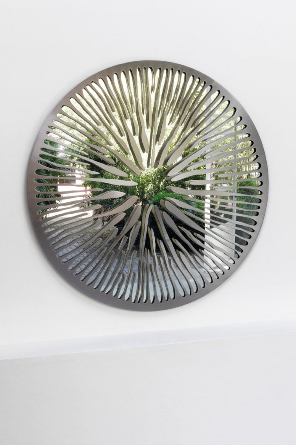 PUPIL I - Sculptural mirror : Stainless Steel