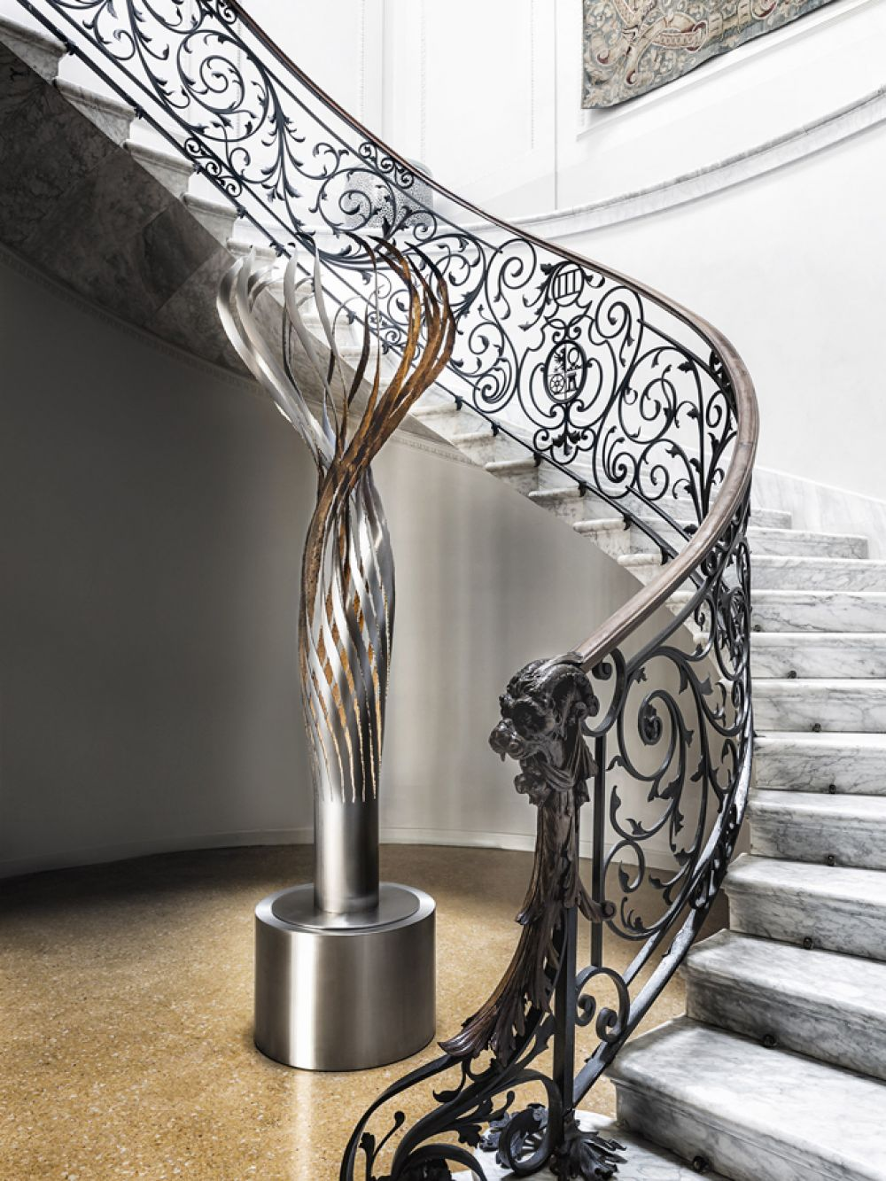 KOICEA Sculptural lighting at Villa D'Acquarone - Stainless steel